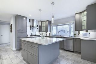 Photo 3: 736 WILLACY Drive SE in Calgary: Willow Park Detached for sale : MLS®# A1057135