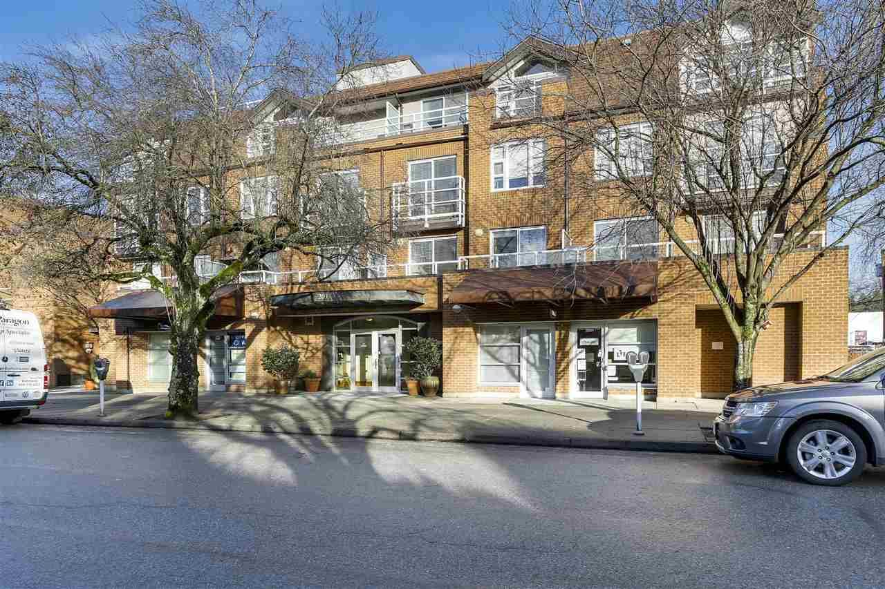 """Main Photo: 401 2071 W 42ND Avenue in Vancouver: Kerrisdale Condo for sale in """"THE LAUREATES"""" (Vancouver West)  : MLS®# R2133833"""