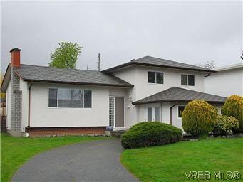 Main Photo: 1854 Elmhurst Pl in VICTORIA: SE Lambrick Park House for sale (Saanich East)  : MLS®# 572486