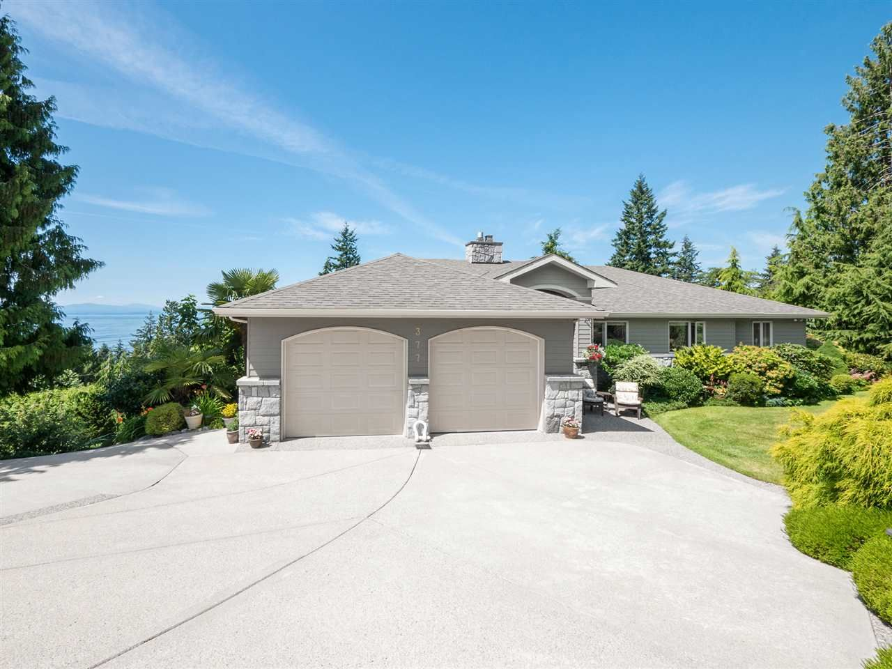 Main Photo: 377 HARRY Road in Gibsons: Gibsons & Area House for sale (Sunshine Coast)  : MLS®# R2480718