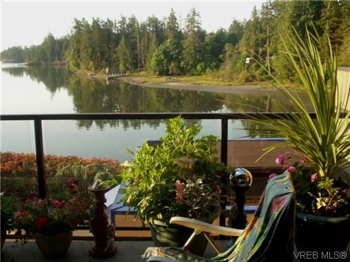 Main Photo: 207 485 Island Hwy in VICTORIA: VR Six Mile Condo for sale (View Royal)  : MLS®# 702261