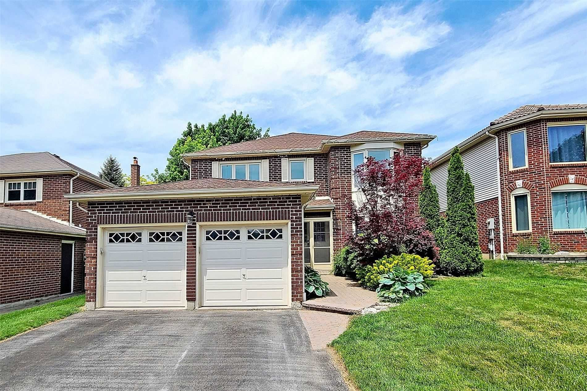 Main Photo: 8 Butterfield Crescent in Whitby: Pringle Creek House (2-Storey) for sale : MLS®# E5259277