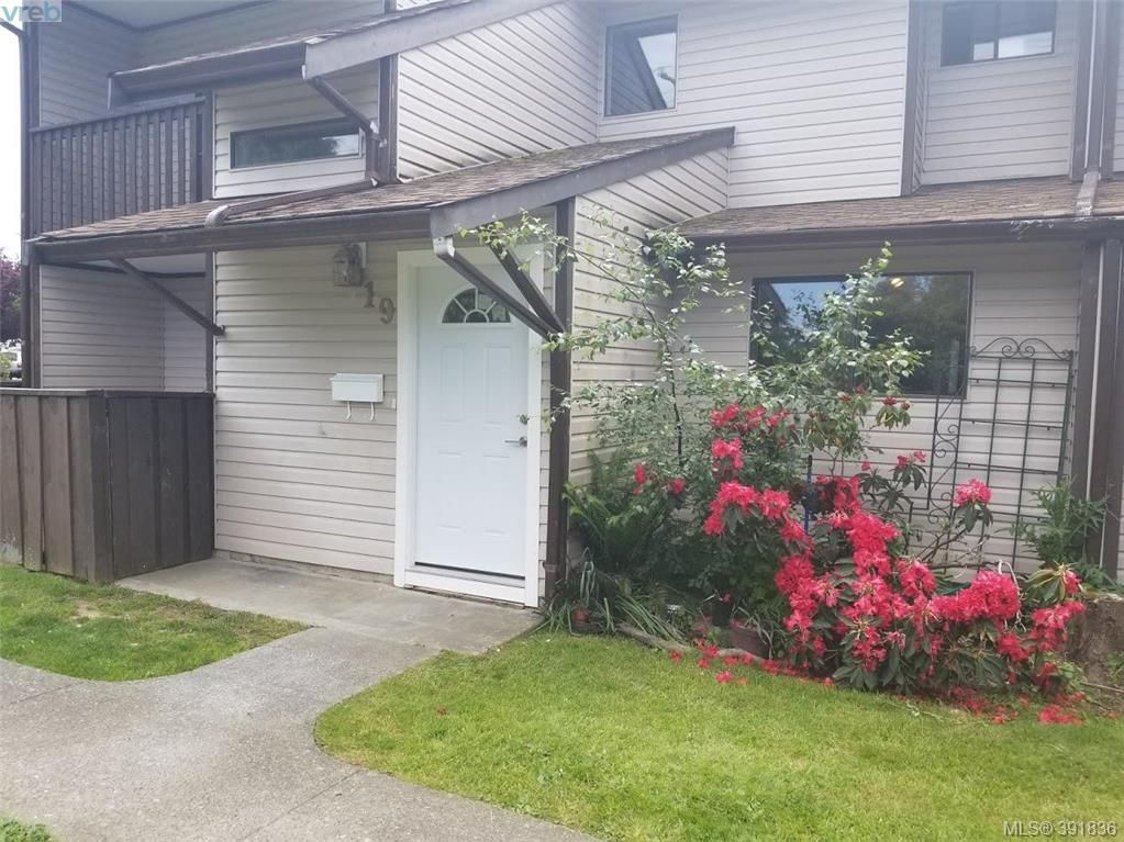 Main Photo: 19 1506 Admirals Rd in VICTORIA: VR Glentana Row/Townhouse for sale (View Royal)  : MLS®# 787684