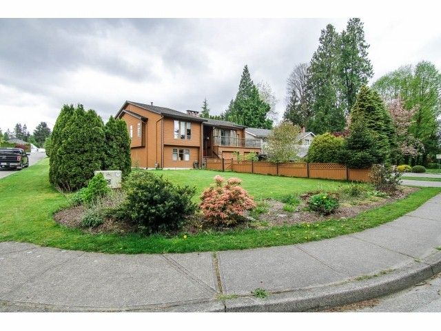 """Main Photo: 19670 50TH Avenue in Langley: Langley City House for sale in """"EAGLE HEIGHTS"""" : MLS®# F1410577"""