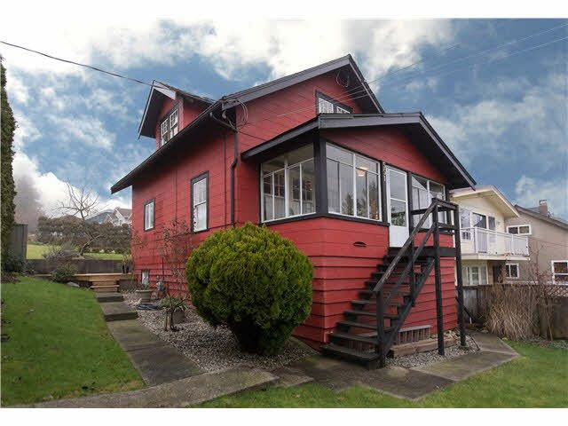 Main Photo: 311 HOULT STREET in : The Heights NW House for sale : MLS®# R2077061
