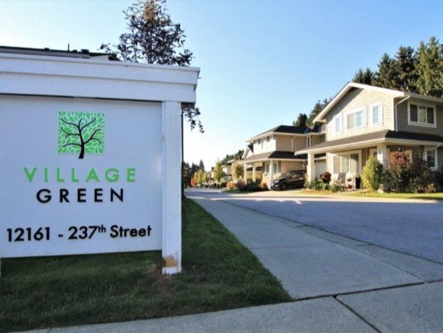 """Main Photo: 52 12161 237 Street in Maple Ridge: East Central Townhouse for sale in """"VILLAGE GREEN"""" : MLS®# R2351509"""