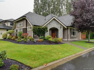 Photo 1: 3878 South Valley Dr in VICTORIA: SW Strawberry Vale House for sale (Saanich West)  : MLS®# 825761