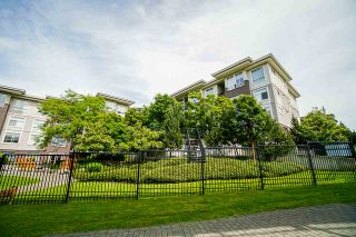 Photo 31: 401 13555 GATEWAY Drive in Surrey: Whalley Condo for sale (North Surrey)  : MLS®# R2528639