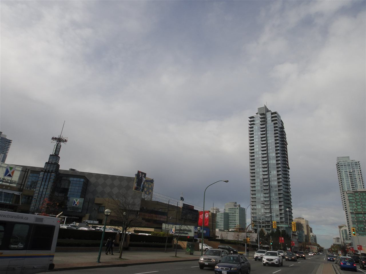 Main Photo: 2805 4688 KINGSWAY in Burnaby: Metrotown Condo for sale (Burnaby South)  : MLS®# R2010141