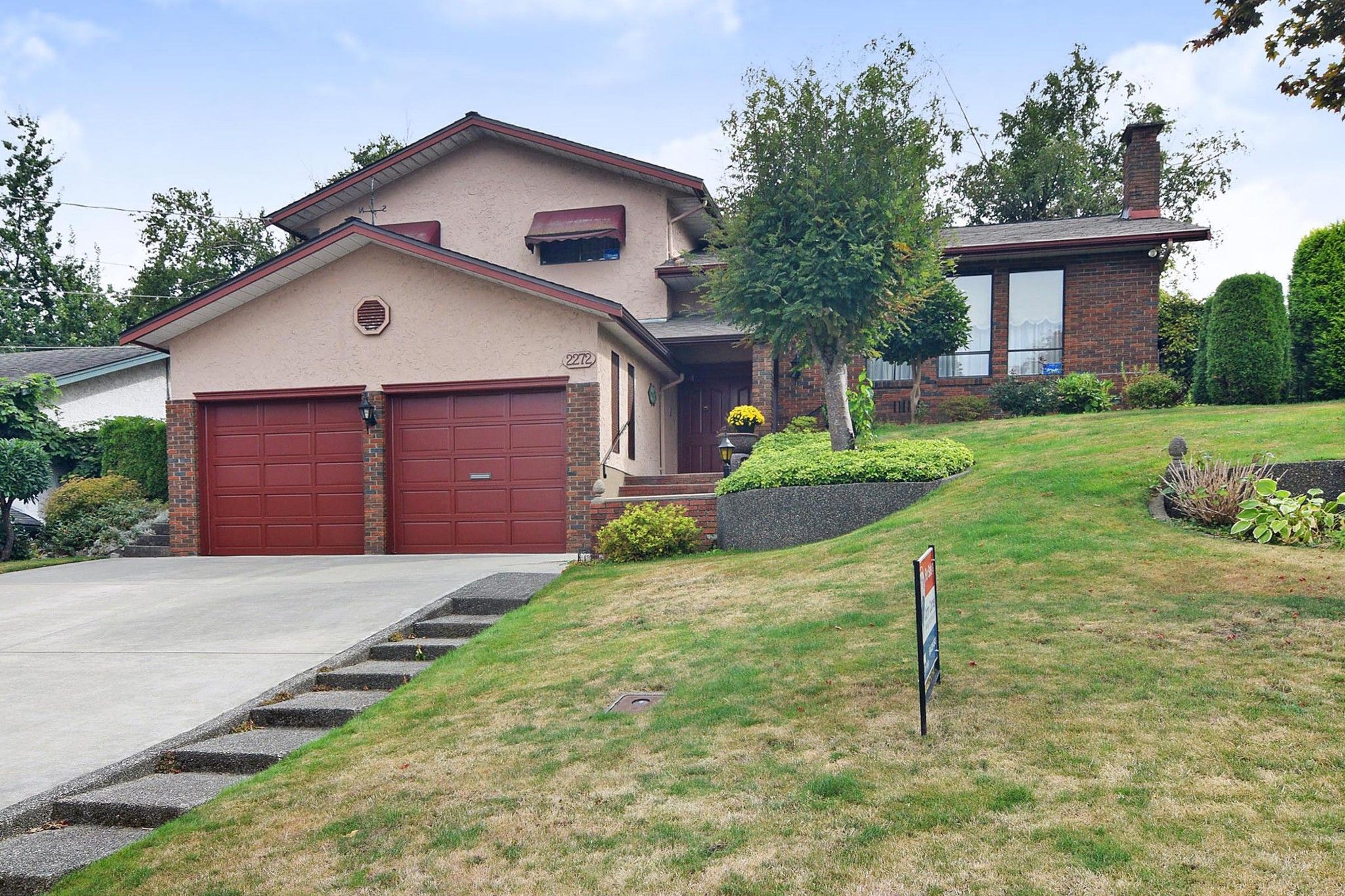 Main Photo: 2272 BEVAN Crescent in Abbotsford: Abbotsford West House for sale : MLS®# R2404030