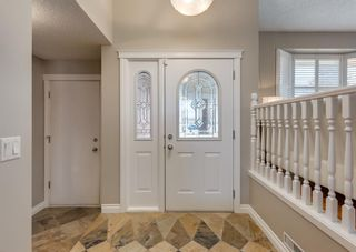 Photo 2: 848 Coach Side Crescent SW in Calgary: Coach Hill Detached for sale : MLS®# A1082611