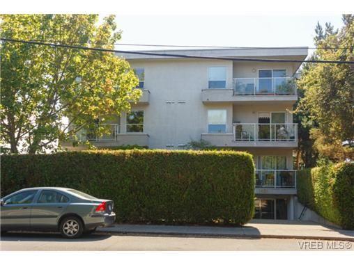 Main Photo: 302 1039 Caledonia Ave in VICTORIA: Vi Central Park Condo for sale (Victoria)  : MLS®# 710816