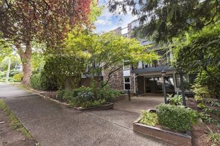 """Photo 1: 203 1484 CHARLES Street in Vancouver: Grandview Woodland Condo for sale in """"LANDMARK ARMS"""" (Vancouver East)  : MLS®# R2613737"""
