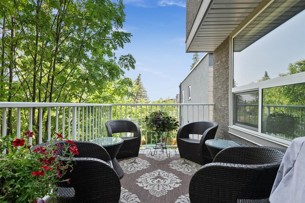 Main Photo: 2 2018 27 Avenue SW in Calgary: South Calgary Row/Townhouse for sale : MLS®# A1130575