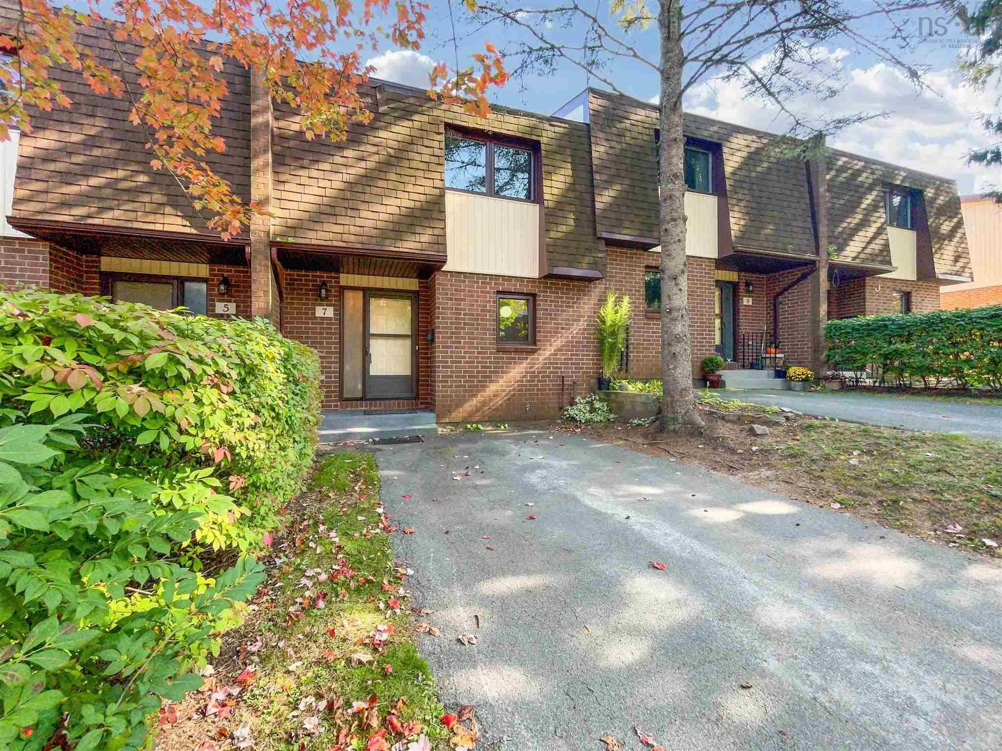 Main Photo: 7 Chelsea Lane in Halifax: 5-Fairmount, Clayton Park, Rockingham Residential for sale (Halifax-Dartmouth)  : MLS®# 202125418