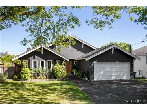Main Photo: 2725 Cadboro Bay Rd in VICTORIA: OB Estevan House for sale (Oak Bay)  : MLS®# 681344