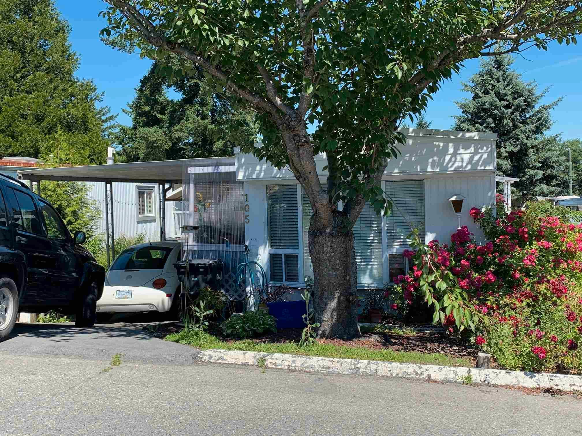 """Main Photo: 105 8220 KING GEORGE Boulevard in Surrey: Bear Creek Green Timbers Manufactured Home for sale in """"CRESTWAY BAYS"""" : MLS®# R2596565"""