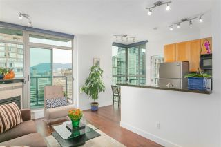 """Photo 1: 2601 928 RICHARDS Street in Vancouver: Yaletown Condo for sale in """"THE SAVOY"""" (Vancouver West)  : MLS®# R2288010"""