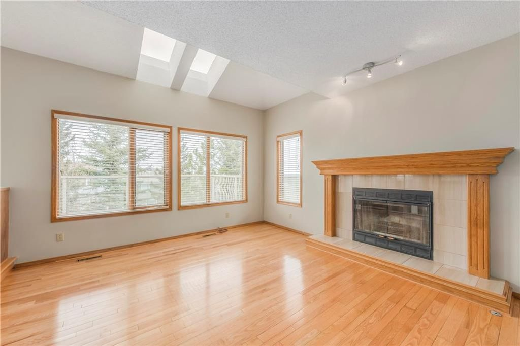 Photo 9: Photos: 2603 SIGNAL RIDGE View SW in Calgary: Signal Hill House for sale : MLS®# C4177922