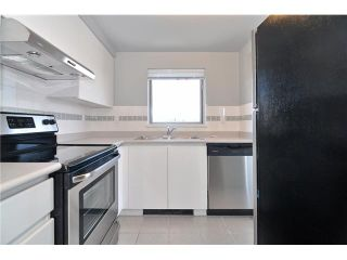 """Photo 3: 1702 9603 MANCHESTER Drive in Burnaby: Cariboo Condo for sale in """"STRATHMORE TOWERS"""" (Burnaby North)  : MLS®# V1072426"""
