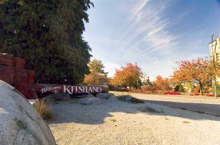 "Photo 1: 105 2335 YORK Avenue in Vancouver: Kitsilano Condo for sale in ""YORKDALE VILLA"" (Vancouver West)  : MLS®# R2215040"