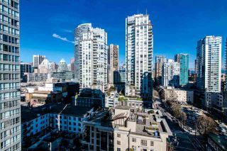 """Photo 10: 1705 969 RICHARDS Street in Vancouver: Downtown VW Condo for sale in """"Mondrian II"""" (Vancouver West)  : MLS®# R2344228"""