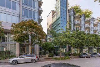 """Photo 13: 305 12 ATHLETES Way in Vancouver: False Creek Condo for sale in """"Kayak"""" (Vancouver West)  : MLS®# R2609035"""
