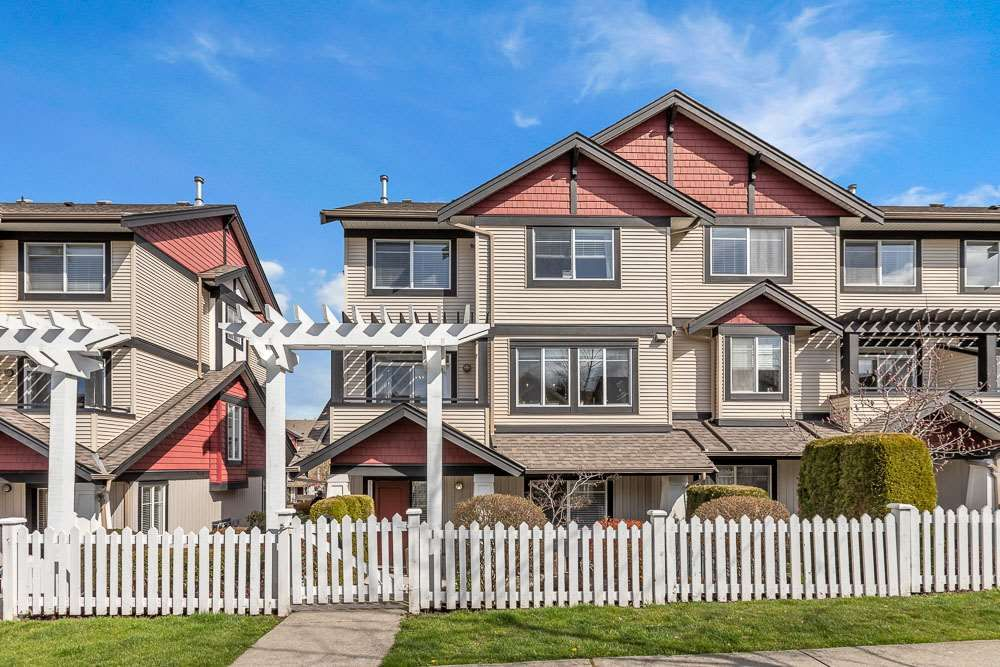 """Main Photo: 25 7168 179 Street in Surrey: Clayton Townhouse for sale in """"Ovation"""" (Cloverdale)  : MLS®# R2557791"""