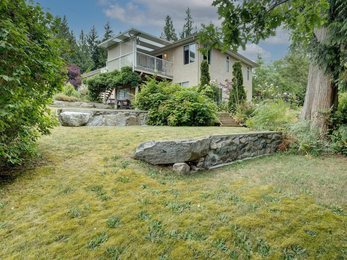 Main Photo: 2870 ROBINSON Road: Roberts Creek House for sale (Sunshine Coast)  : MLS®# R2598267