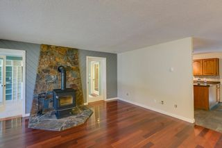 """Photo 2: 41374 DRYDEN Road in Squamish: Brackendale House for sale in """"Brackendale"""" : MLS®# R2198766"""