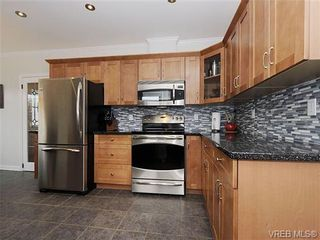 Photo 7: 3211 Browning St in VICTORIA: SE Cedar Hill House for sale (Saanich East)  : MLS®# 658203