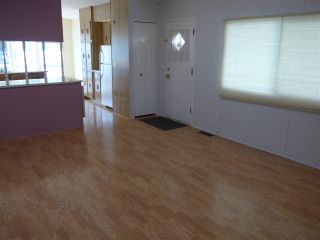 """Photo 13: 29 2120 KING GEORGE Boulevard in Surrey: King George Corridor Manufactured Home for sale in """"Five Oaks Park"""" (South Surrey White Rock)  : MLS®# R2485760"""