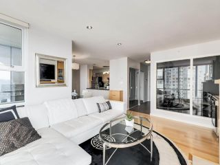 """Photo 4: 2305 1077 MARINASIDE Crescent in Vancouver: Yaletown Condo for sale in """"MARINASIDE RESORT"""" (Vancouver West)  : MLS®# R2544520"""