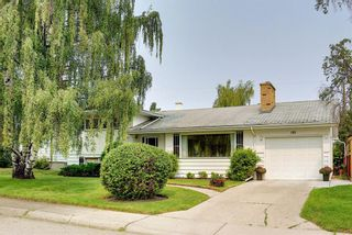Photo 2: 121 Hallbrook Drive SW in Calgary: Haysboro Detached for sale : MLS®# A1134285