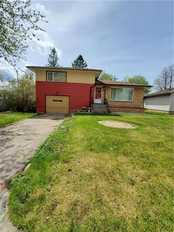 Main Photo: 11 Holly Street in Pine Falls: R28 Residential for sale : MLS®# 202028767