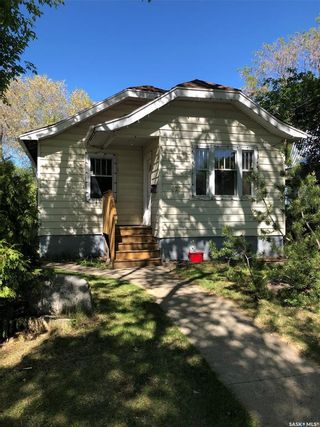 Photo 1: 825 L Avenue South in Saskatoon: King George Residential for sale : MLS®# SK859325