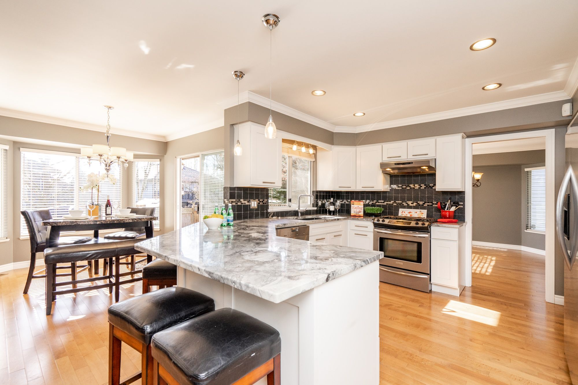 """Photo 4: Photos: 8448 213 Street in Langley: Walnut Grove House for sale in """"Forest Hills"""" : MLS®# R2259409"""
