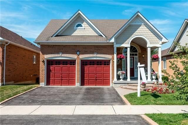 Main Photo: 8 Fitzpatrick Crt in Whitby: Freehold for sale : MLS®# E3656386