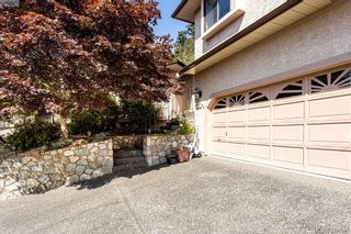 Photo 3: 1204 Politano Pl in VICTORIA: SW Strawberry Vale House for sale (Saanich West)  : MLS®# 822963