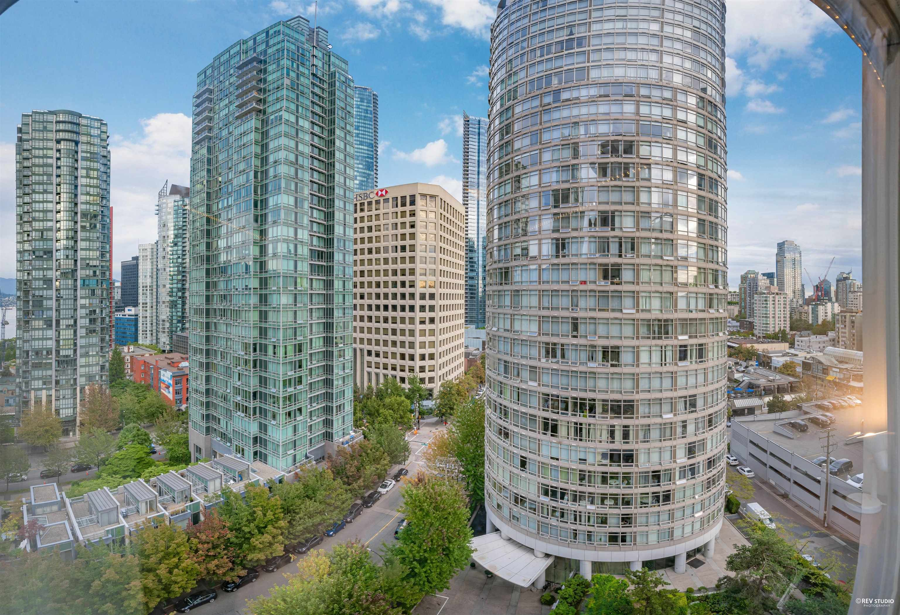 """Main Photo: 1301 1288 ALBERNI Street in Vancouver: West End VW Condo for sale in """"Palisades"""" (Vancouver West)  : MLS®# R2614069"""