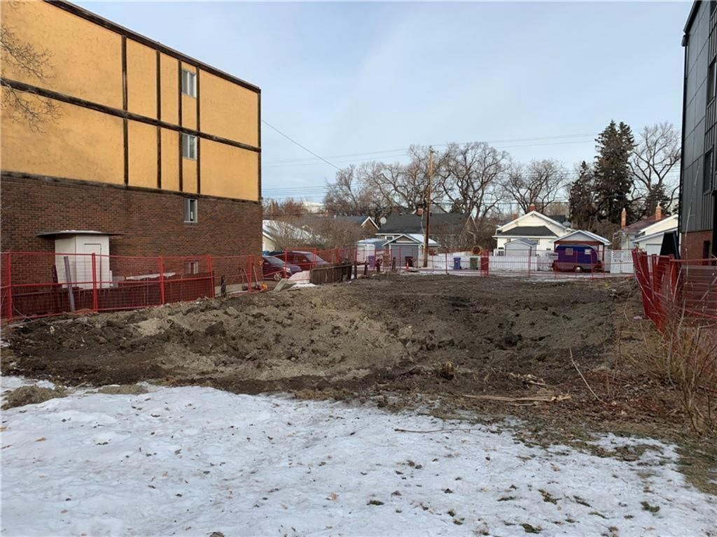 Main Photo: 212 6 Avenue NE in Calgary: Crescent Heights Residential Land for sale : MLS®# A1104574