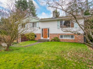 Photo 1: 3743 Uplands Dr in NANAIMO: Na Uplands House for sale (Nanaimo)  : MLS®# 831352