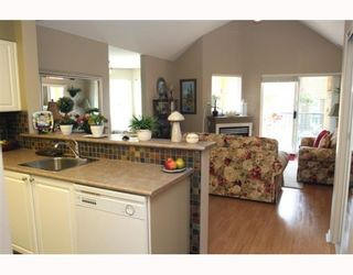 """Photo 4: 405 1363 56TH Street in Tsawwassen: Cliff Drive Condo for sale in """"WINDSOR WOODS"""" : MLS®# V767656"""