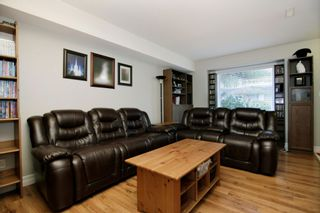 """Photo 3: 9 9486 WOODBINE Street in Chilliwack: Chilliwack E Young-Yale Townhouse for sale in """"Villa Rosa"""" : MLS®# R2257582"""