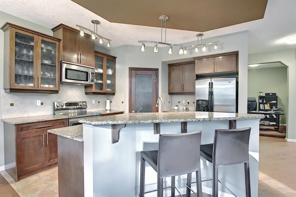Photo 8: Photos: 14 ASPEN HILLS Manor SW in Calgary: Aspen Woods Detached for sale : MLS®# A1116032