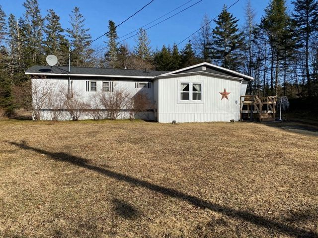 Main Photo: 90 Lower Lakeville Road in Lake Charlotte: 35-Halifax County East Residential for sale (Halifax-Dartmouth)  : MLS®# 202106860