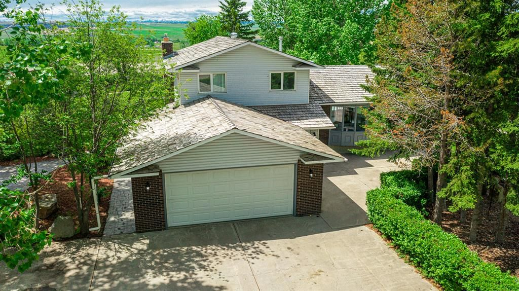 Main Photo: 23 Sunset Ridge Bay in Rural Rocky View County: Rural Rocky View MD Detached for sale : MLS®# A1115575