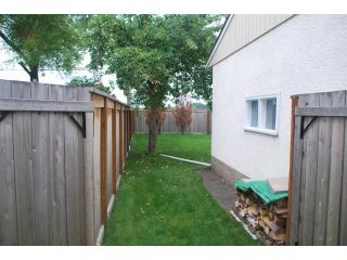 Photo 2: 22 RED ROBIN Place in WINNIPEG: St James Residential for sale (West Winnipeg)  : MLS®# 1016324