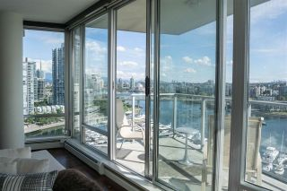 """Photo 7: 1902 1228 MARINASIDE Crescent in Vancouver: Yaletown Condo for sale in """"Crestmark II"""" (Vancouver West)  : MLS®# R2582919"""