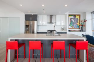 """Photo 1: 3106 128 W CORDOVA Street in Vancouver: Downtown VW Condo for sale in """"WOODWARDS W43"""" (Vancouver West)  : MLS®# R2616664"""